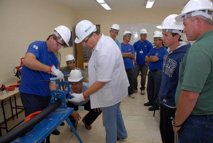 Programa ABEMI-SENAI lançará curso de especialização para encanadores industriais